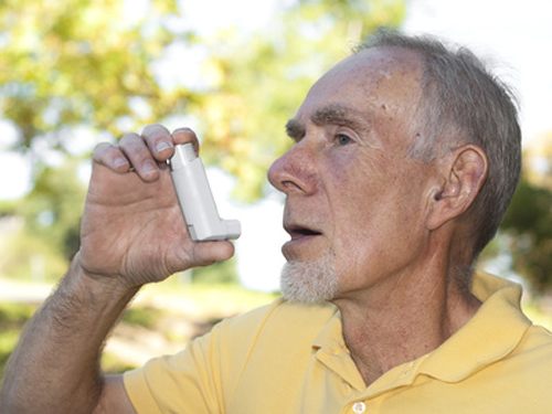 Regulatory submission for inhaled once-daily QVA149 is expected in 2012. [© waxart - Fotolia.com]