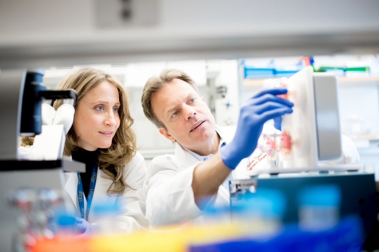 Schrepfer, MD, PhD and Tobias Deuse, MD in the lab.